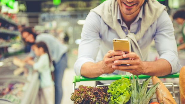 Wenn du im Supermarkt auf dem Handy deine Einkaufsliste prüfst, könntest du Viren auf das Display bringen