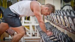 Wenn es mit dem erwarteten Muskelaufbau nicht so recht klappen will, müssen Sie nicht gleich die Hantel in die Ecke werfen