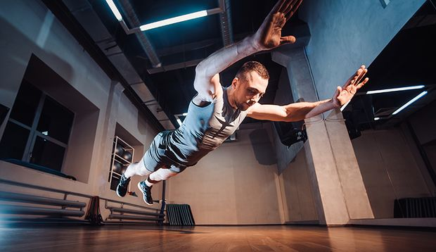 Wer 1.000 und mehr Burpees am Stück ausführen will, lässt die Bewegungsqualität garantiert in der Luft hängen.