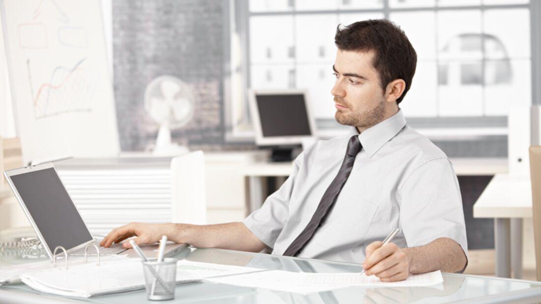 Wer viel sitzt, darf sich über psychische und körperliche Schäden nicht wundern