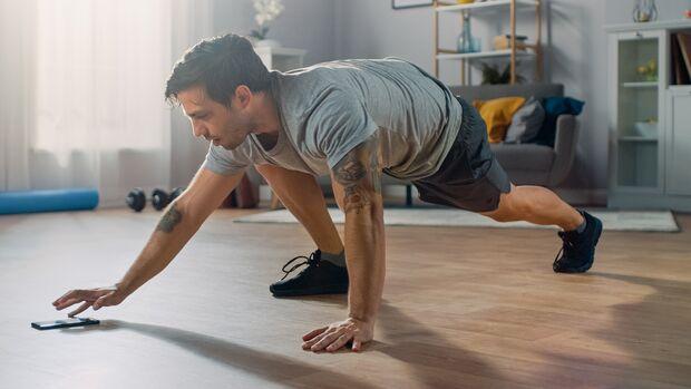 Wer zu Hause seine Rückenmuskulatur ohne Geräte trainieren will, stößt schnell an Grenzen