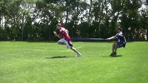 Widerstandsläufe trainieren Koordination, Schnelligkeit und Ausdauer.
