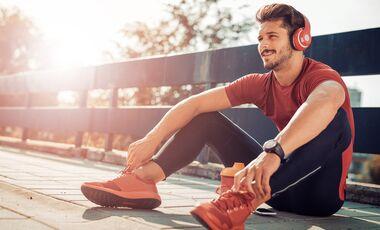 Wir erklären, welche Musik dich antreibt und verpassen dir eine Trainings-Playlist mit den besten Songs zum Sport