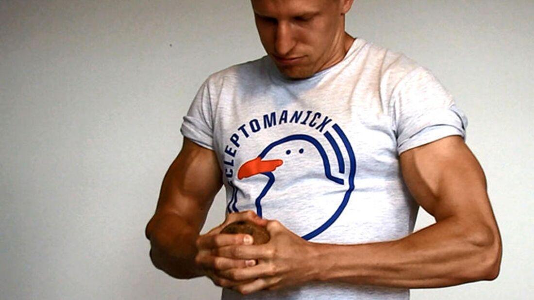 Wir zeigen's der Nuss: Kokosnuss öffnen in 7 Sekunden – für Profis