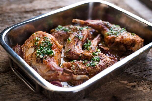 Zartes Kaninchenfleisch liefert neben reichlich Vitamin B12 noch jede Menge Protein