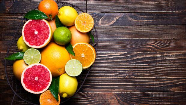 Zitrusfrüchte enthalten circa 50 Milligramm Vitamin C pro 100 Gramm