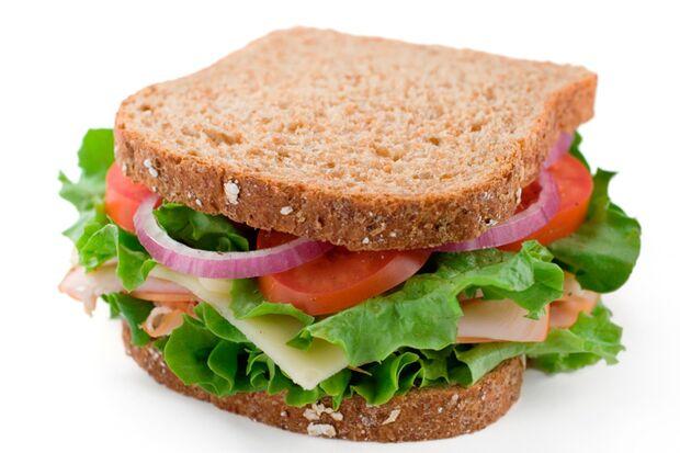 Zur guten Sporternährung gehören gesund belegte Sandwiches