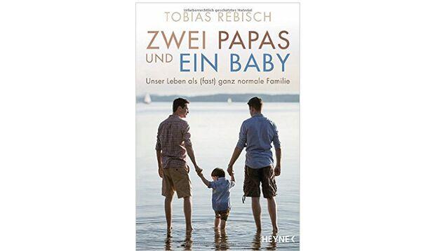 Zwei Papas und ein Baby