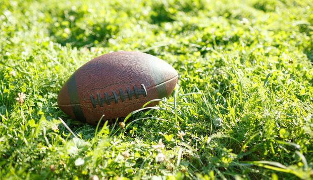 begalphoto_outdoor_sport_herbst_rugbyball_wiese