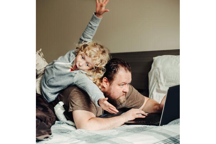 Home-Office-mit-Kindern-So-geht-Home-Office-mit-Kinderbetreuung-zusammen