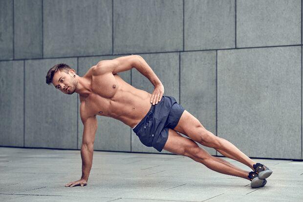 sh_LarsZ_1105059614_mann_bodyweight_training_ohne_geräte_plank_800x533.jpg