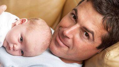 sh_Mann_Baby_Elterngeld_800x462.jpg